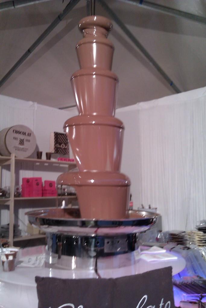 看起来像陶器的巧克力塔